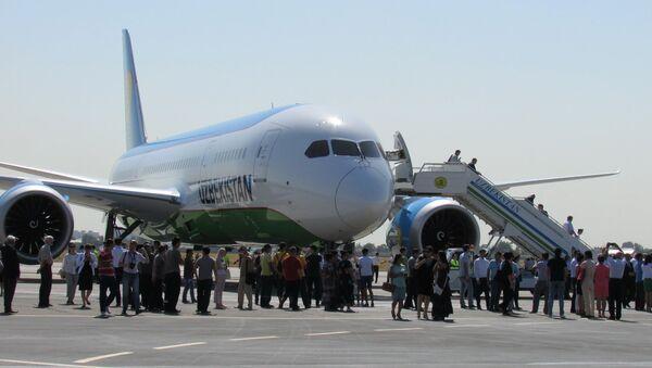 Тошкентда Boeing 787 Dreamliner самолётини кутиб олиш - Sputnik Ўзбекистон