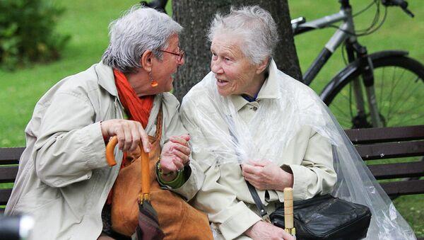 Пожилые женщины в парке - Sputnik Ўзбекистон