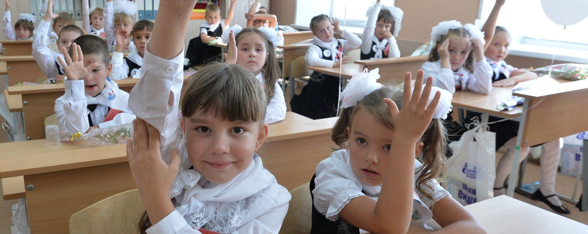 Начало учебного года в школах России - Sputnik Узбекистан, 1920, 11.05.2021