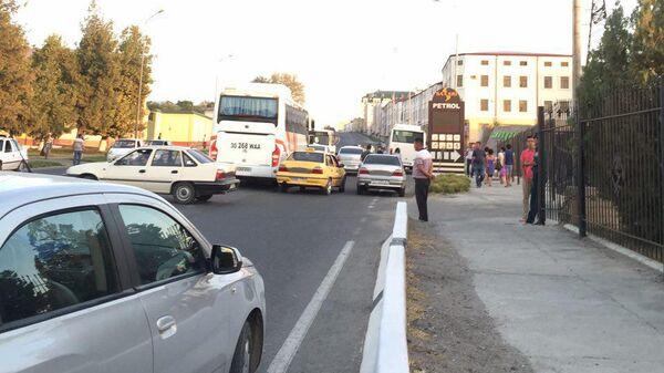 Перекрыто движение одной из центральных улиц Самарканда. Узбекистан - Sputnik Ўзбекистон