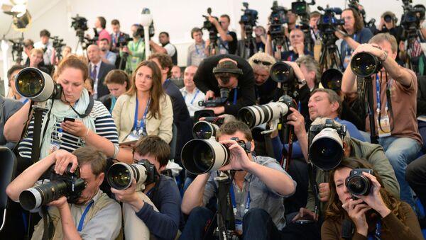 Журналисты на пресс-конференции - Sputnik Ўзбекистон