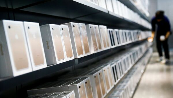Старт продаж iPhone 7 в Китае - Sputnik Узбекистан