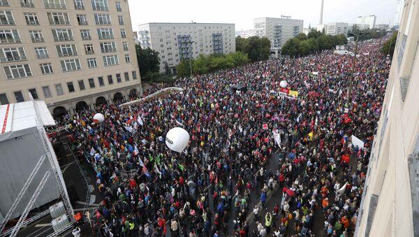 Germaniyada TTIP shartnomasi imzolashga qarshi namoyish - Sputnik Oʻzbekiston