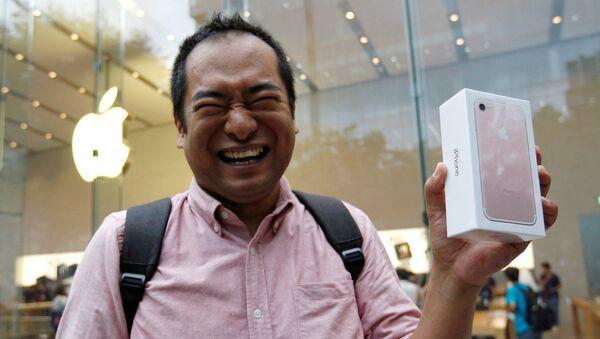 В мире начались продажи нового Apple7 - Sputnik Ўзбекистон