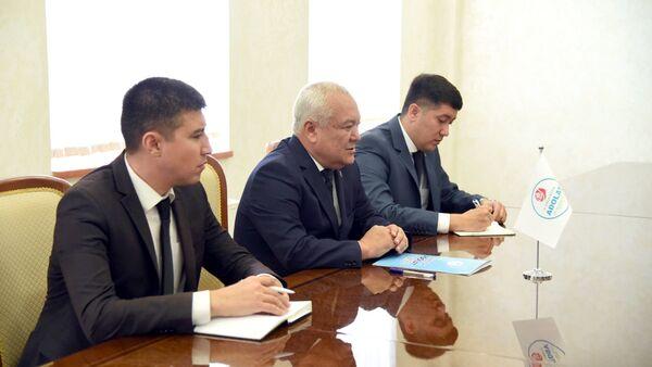 Представители Социал-демократической партии Узбекистана Адолат - Sputnik Узбекистан