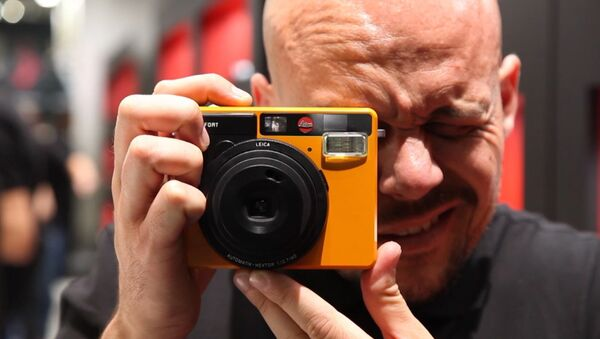 Leica бир лаҳзали фотоаппарат тақдим этди - Sputnik Ўзбекистон
