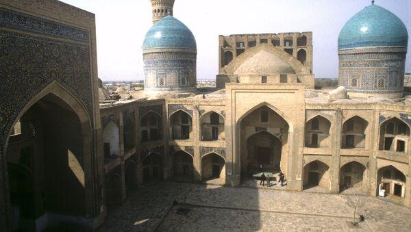 Внутренний двор медресе Мир-Араб - Sputnik Ўзбекистон