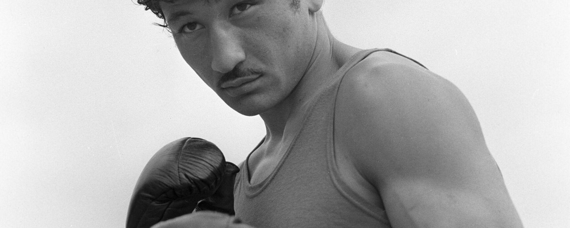 Узбекский боксер Руфат Рискиев - Sputnik Узбекистан, 1920, 22.11.2016