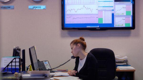 Сотрудница биржи - Sputnik Узбекистан