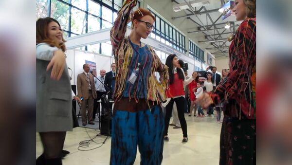 Музыка и танцы на Международной турярмарке в Ташкенте - Sputnik Узбекистан