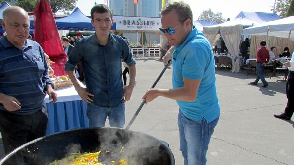 Телеведущий Джон Уорен - Sputnik Узбекистан