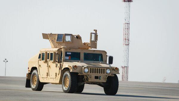 Amerikanskiy bronirovannыy avtomobil HMMWV - Sputnik Oʻzbekiston