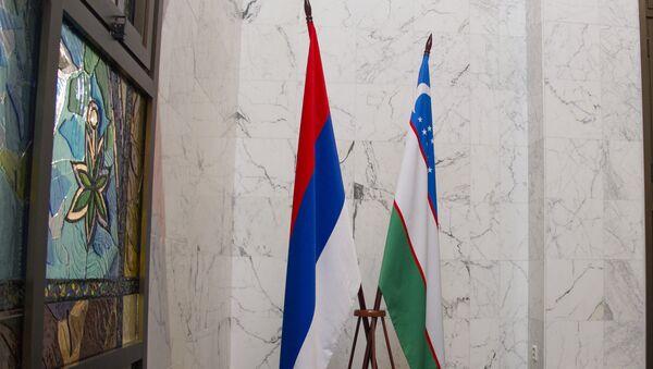 Российский и Узбекский флаги - Sputnik Узбекистан
