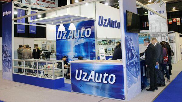 Stend kompanii UzAuto na vыstavke - Sputnik Oʻzbekiston