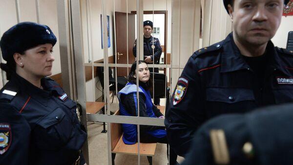 Няня Гульчехра Бобокулова (в центре внизу), обвиняемая в убийстве четырехлетней Насти Мещеряковой - Sputnik Узбекистан