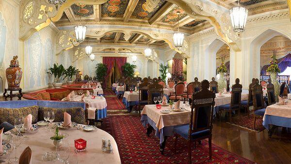 Ресторан Узбекистан в Москве отпраздновал 65 лет - Sputnik Узбекистан