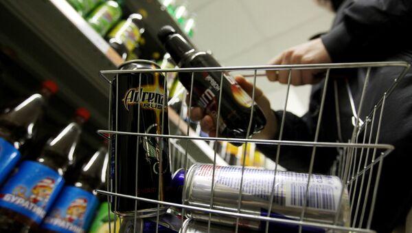 Продажа энергетических напитков в России - Sputnik Ўзбекистон