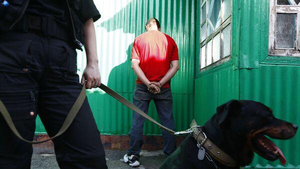 Цыган-наркоторговец, задержанный сотрудниками наркополиции - Sputnik Ўзбекистон