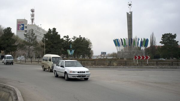 Движение на улице города Навои в Узбекистане - Sputnik Ўзбекистон