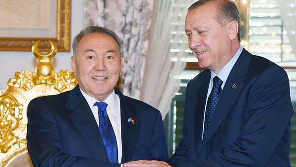 Qozogʻiston prezidenti Nursulton Nazarboyev va Turkiya prezidenti Rajab Toyib Erdoʻgʻon - Sputnik Oʻzbekiston