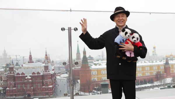 Jeki Chan Moskvada - Sputnik Oʻzbekiston