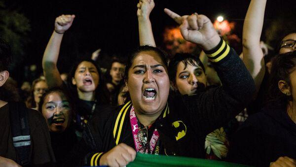 В Калифорнии проходят протесты против избрания Трампа - Sputnik Узбекистан