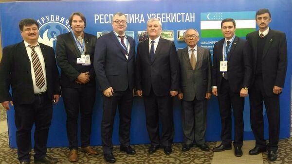 Делегация из Узбекистана на форуме 25-летия СНГ в Москве - Sputnik Узбекистан