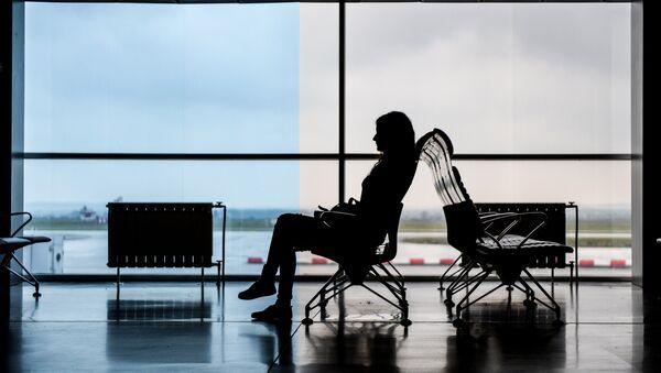 Пассажирка в аэропорту  - Sputnik Ўзбекистон