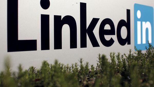 Логотип социальной сети LinkedIn - Sputnik Узбекистан