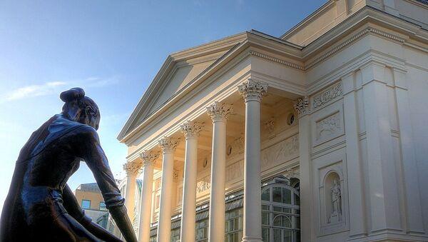 Здание Королевского театра оперы и балета в Лондоне - Sputnik Узбекистан