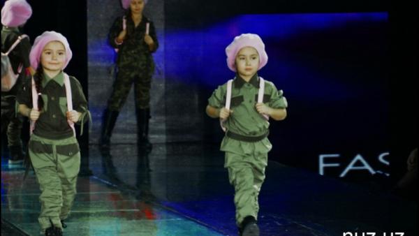 На показе мод в Ташкенте Золотая осень-2016 дизайнеры представили коллекцию детской одежды Дети против войны - Sputnik Ўзбекистон
