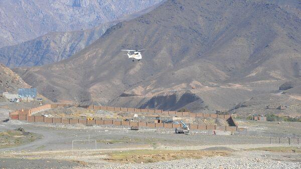 Транспортный вертолет в горах Афганистана - Sputnik Ўзбекистон