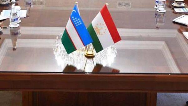 Флаги Узбекистана и Таджикистана - Sputnik Узбекистан