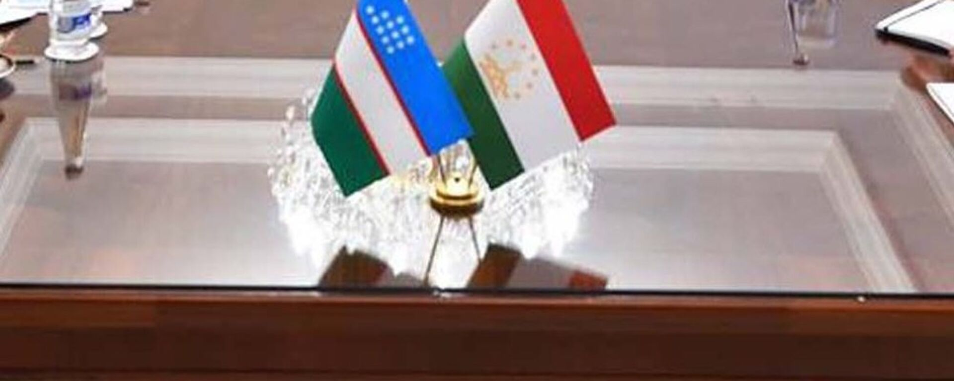Флаги Узбекистана и Таджикистана - Sputnik Узбекистан, 1920, 31.01.2021