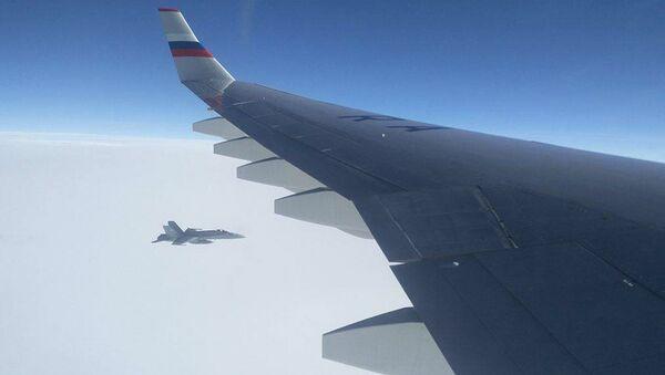 Швейцарские истребители сопроводили летевший на АТЭС борт с делегацией РФ - Sputnik Узбекистан