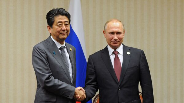 Россия президенти Владимир Путин ва Япония Бош вазири Синдзо Абэ - Sputnik Ўзбекистон
