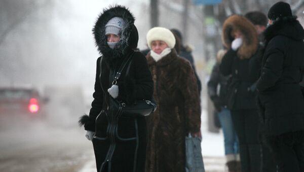 Qattiq sovuqdagi yoʻlovchilar - Sputnik Oʻzbekiston
