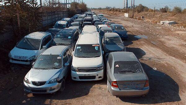 В Кыргызстане почистят зараженные радиацией японские автомобили - Sputnik Узбекистан