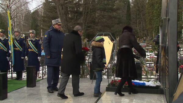 Открытие памятника погибшему в Сирии пилоту российского Су-24 Пешкову - Sputnik Узбекистан