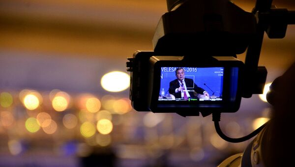Jurnalist Oʻzbekistondagi saylov jarayonini yoritmoqda - Sputnik Oʻzbekiston