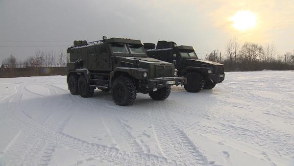 Новый 12-тонный бронемобиль Патруль: тестирование в условиях снега - Sputnik Узбекистан