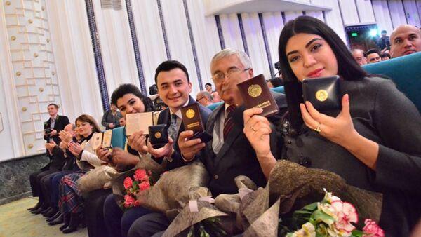 Nagrajdeniye uzbekskix artistov - Sputnik Oʻzbekiston