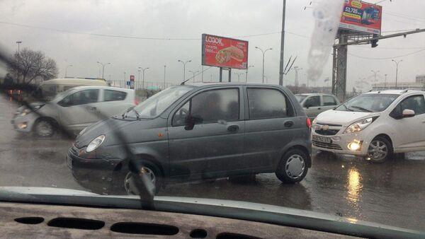 Ташкентские дороги не выдержали проливного дождя  - Sputnik Ўзбекистон
