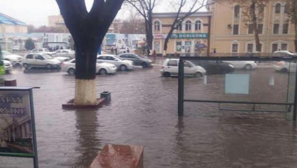 Улицы Ташкента затопило - Sputnik Ўзбекистон