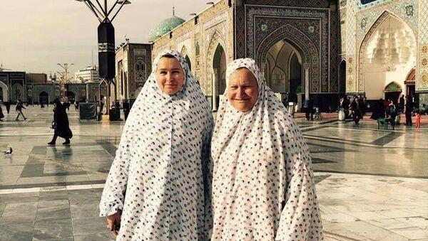 Елена Батурина с подругой в Иране - Sputnik Узбекистан