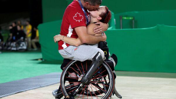 Спортсмен утешает свою жену на играх в Рио - Sputnik Узбекистан