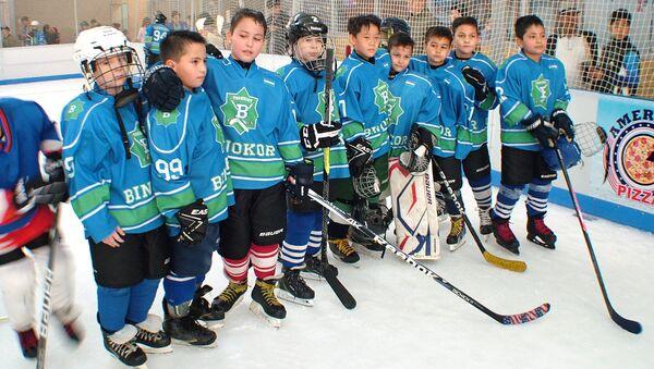 Турнир по хоккею с шайбой среди детей - Sputnik Узбекистан
