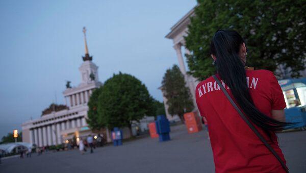 Футболка с надписью Кыргызстан - Sputnik Ўзбекистон