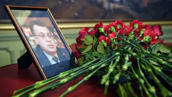 Anqara shahrida oʻldirilgan Rossiya elchisi Andrey Karlov portreti - Sputnik Oʻzbekiston