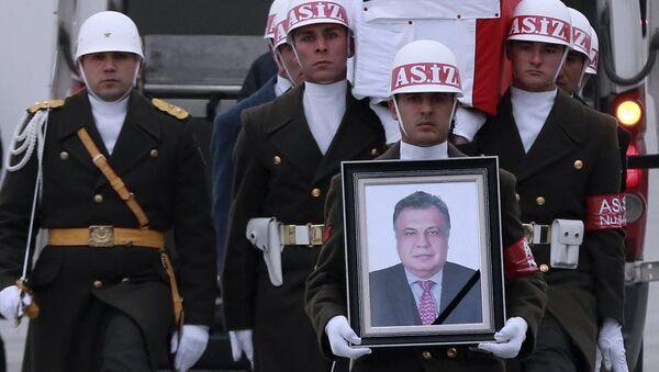 Отправка гроба с телом Андрея Карлова в РФ - Sputnik Узбекистан